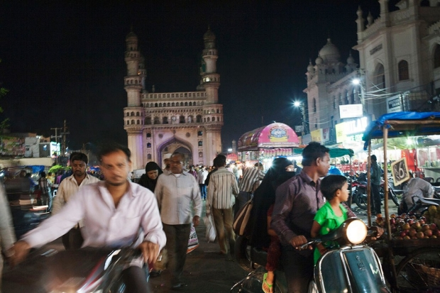Photo of traffic surrounding Charminar
