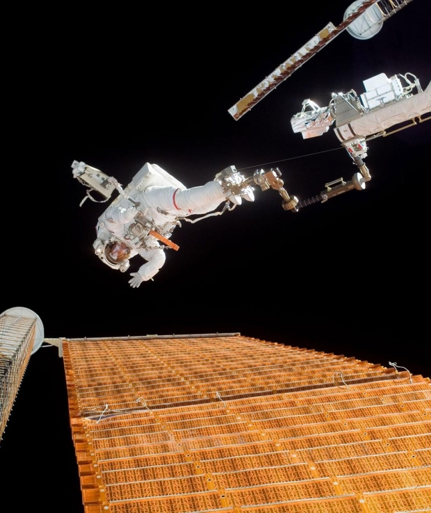 Scott Parazynski spacewalk above International Space Station